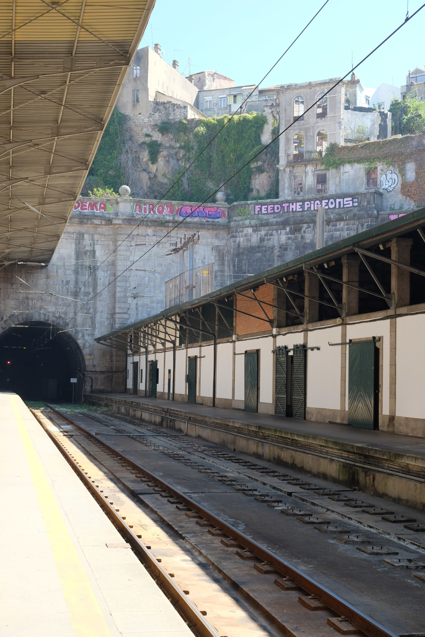 Arriving at Porto São Bento station