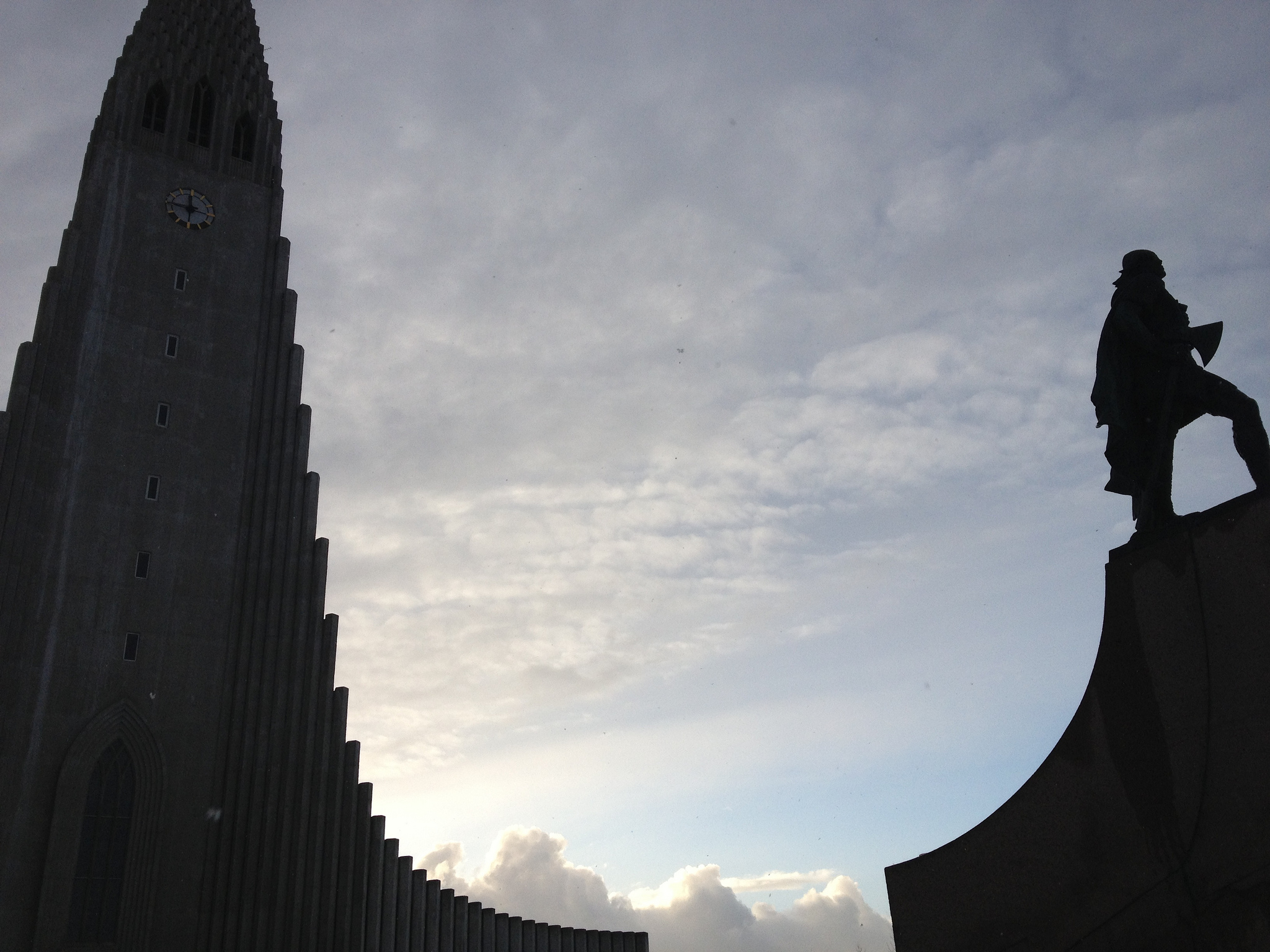 A rather dark photo of Hallgrímskirkja and the Leifur Eiríksson statue. In early February Reykjavik gets less than 8 hours daylight.