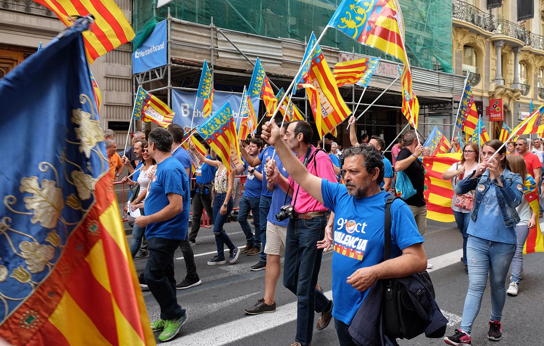 Valencians march to celebrate 9 October - Día de la Comunidad Valenciana