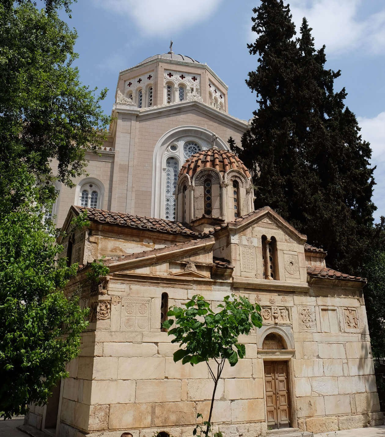 The tiny Agios Eleftherios church next to the Metropolitan cathedral