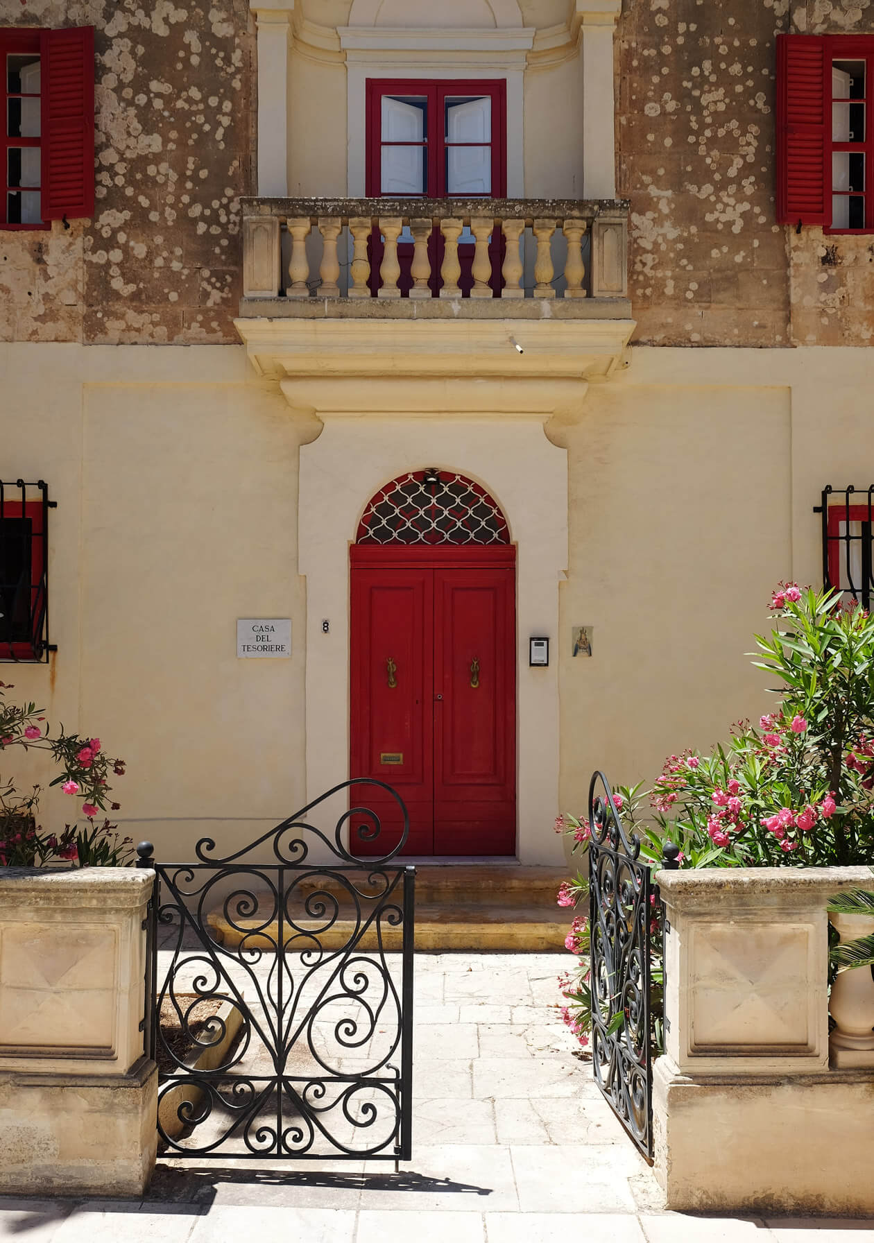 One of the very photogenic doors in Mdina