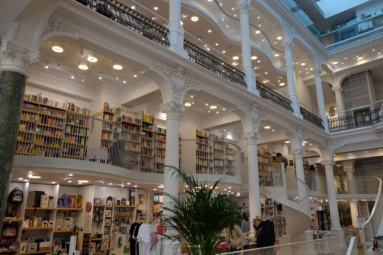 Carturesti Carusel, the (rightly) insta-famous bookshop in Bucharest's Old Town