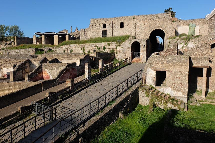 The Porta Marina entrance to the city of Pompeii
