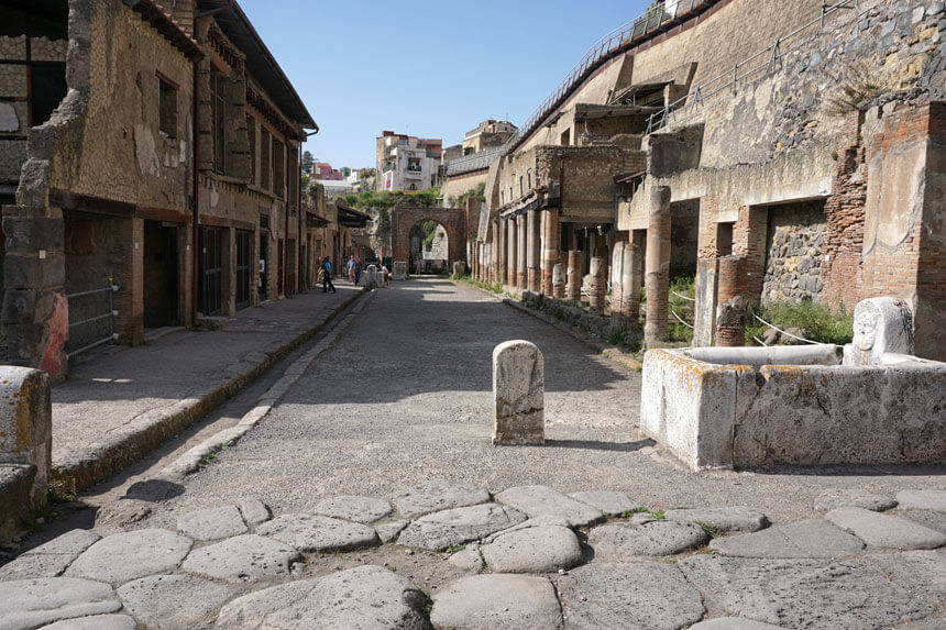 The upper floors of many buildings survived in Herculaneum