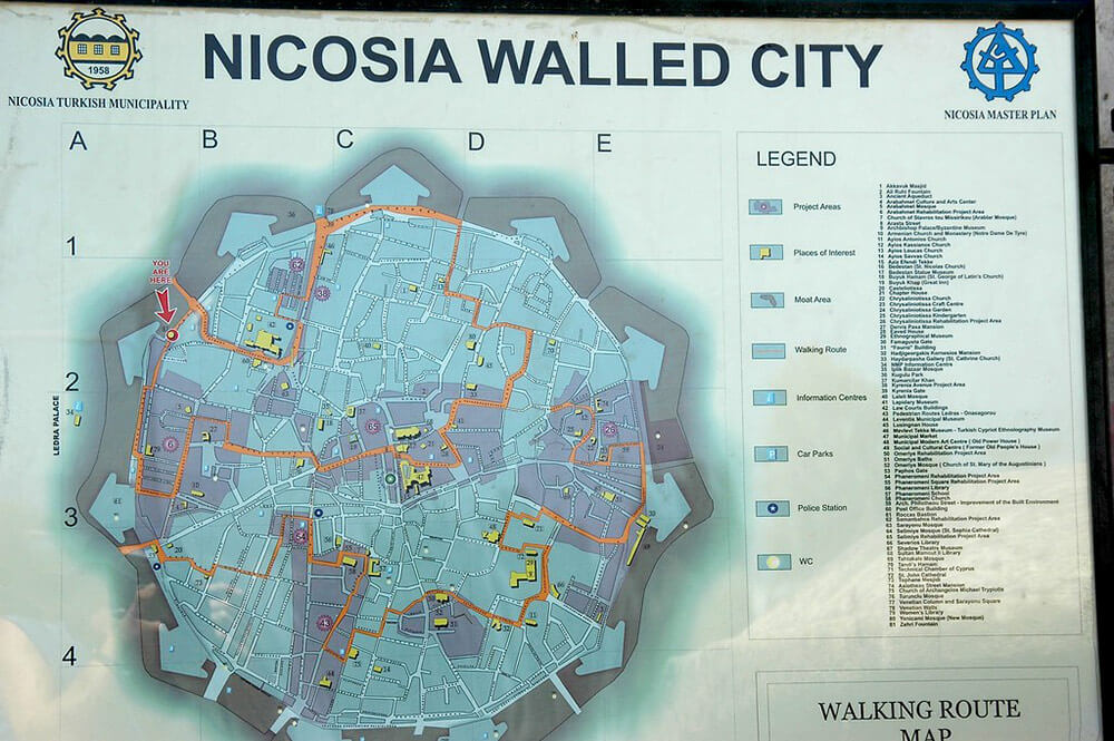 This sign shows the perfect shape of the walled city. Image licenced under Creative Commons from Sue Kellerman on Flickr.
