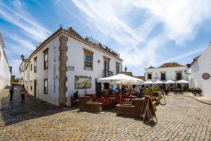 The sunshine streets of Faro, Portugal. Image by Frank Nürnberger from Pixabay.