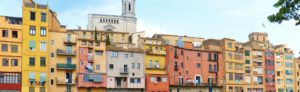 Riverside houses in Girona. Image by Marc Pascual from Pixabay.