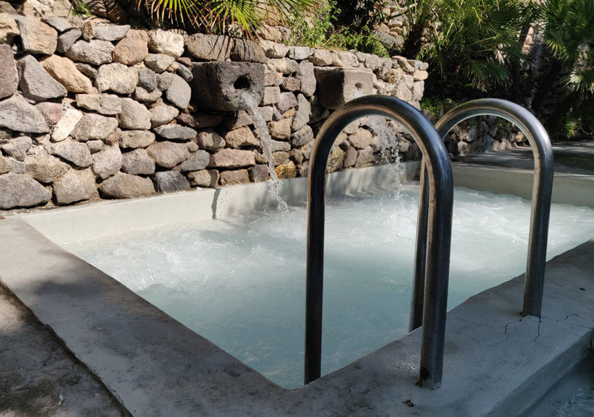 The small seawater pool has powerful jets to massage your back